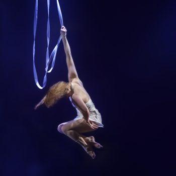 spektakulärer Akrobatik am Tuch