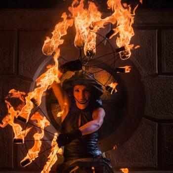 Feuerkünstler Sachsen als Medusa