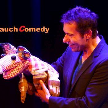 Bauch Comedy mit einer Puppe