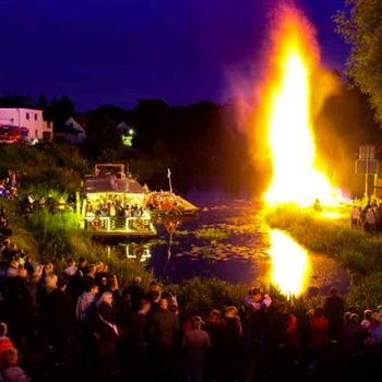 10 Meter hohes Feuer