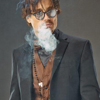 Johnny Depp Doppelgänger im Anzug