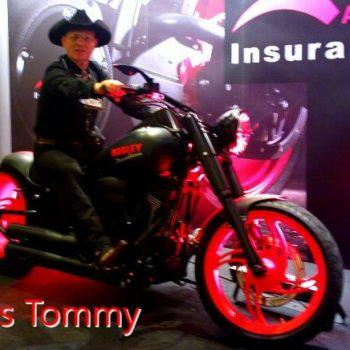 Country Sänger auf einer Harley