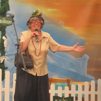 Die Komikerin bei einer Veranstaltung für Ur Krostizer.
