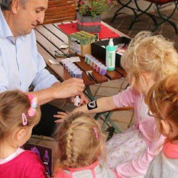DJ mit Kinderprogramm