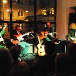Die Band als Quartett mit extra Gitarre.