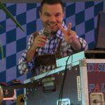 Der DJ macht eine Oktoberfestparty
