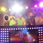 Der DJ mit Kollegen