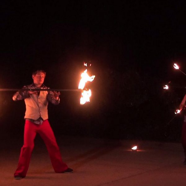 Eine Feuershow aus Leipzig mit verschiedenen Feuerkünstlern