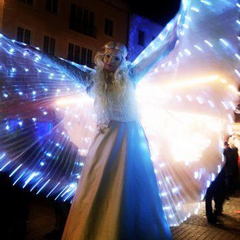 Engel auf Stelzen