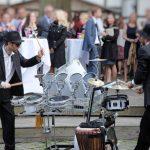 Straßenkünstler mit Schlagzeug