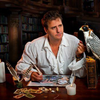 Der Zauberer mit einen Falken